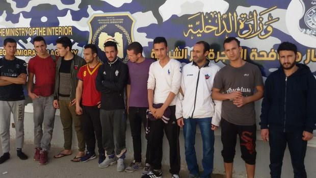 بالصور من ليبيا.. تسليم 41 مهاجرا مغربيا