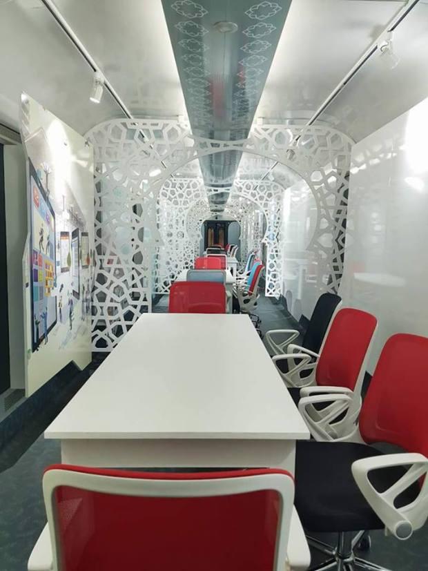 بالصور.. قطار الابتكار فكازا بور (صور)