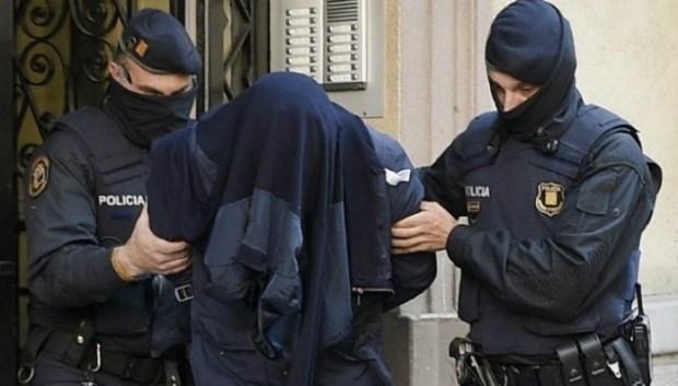 أشادا بالإرهاب عبر تدوينات على الفايس بوك.. إسبانيا تدين مغربيين بالسجن