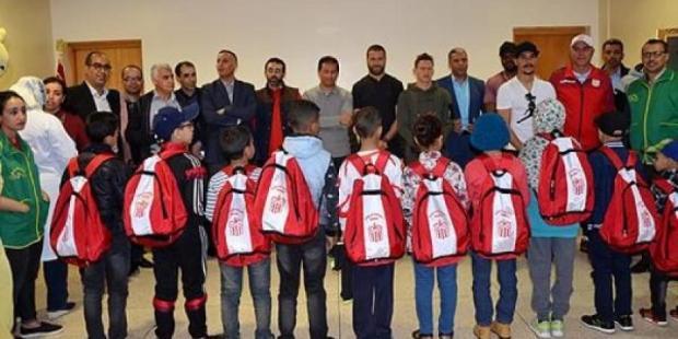 مبادرة طيبة.. لاعبو حسنية أكادير في لقاء مع أطفال مصابين بالسرطان