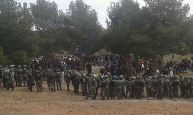 مواجهات بين الأمن والمحتجين وإصابات في صفوف الجانبين.. شعلات فجرادة (صور)