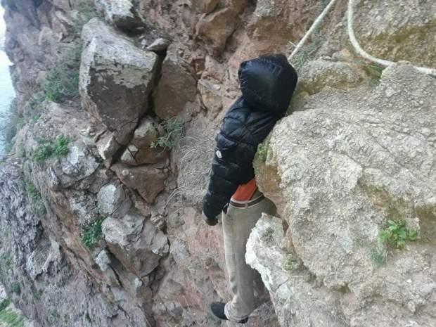 بالصور والفيديو من الحسيمة.. انتحار شاب في سفح جبل مارينا