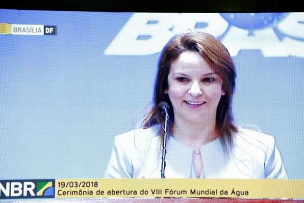 بالصور والفيديو.. شرفات أفيلال تتحدث الإنجليزية في البرازيل!