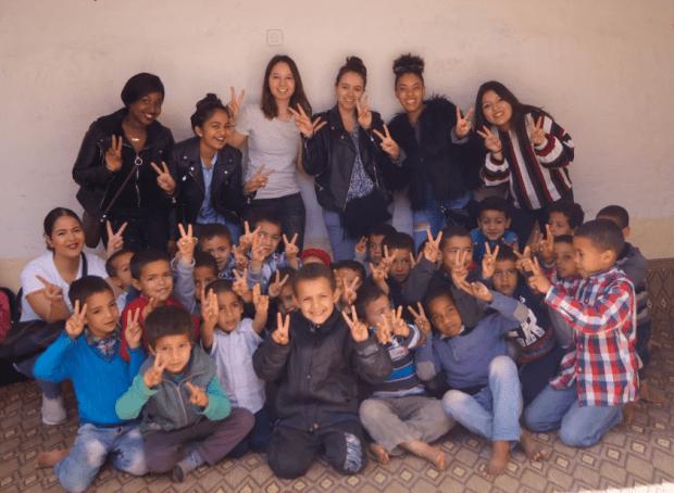 بالصور.. قافلة فرنسية تساعد التلاميذ ضواحي تارودانت
