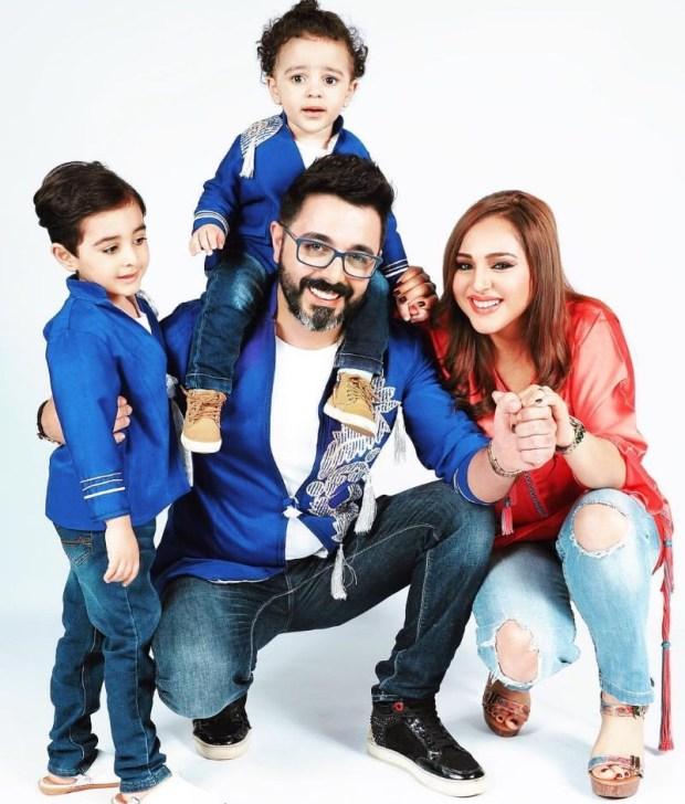 صورة.. أحمد شوقي رفقة زوجته وطفليه
