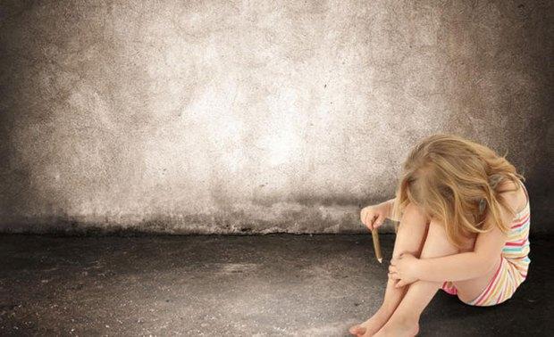 بغاوها تعرف حياة البالغين.. والِدَيْن أجبرا ابنتهما على ممارسة جنس جماعي