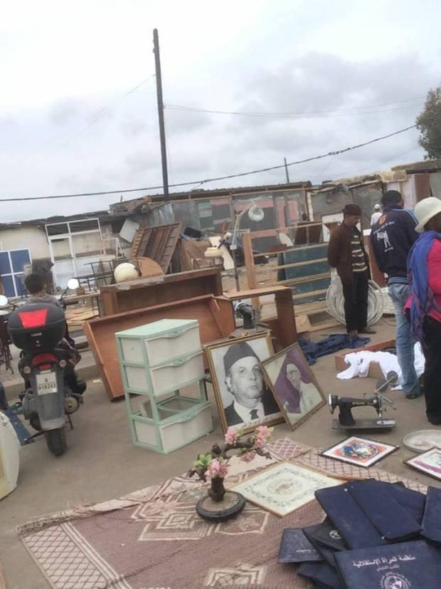 بالصور من سلا.. صور زعماء حزب الاستقلال معروضة للبيع في سوق الكلب!!