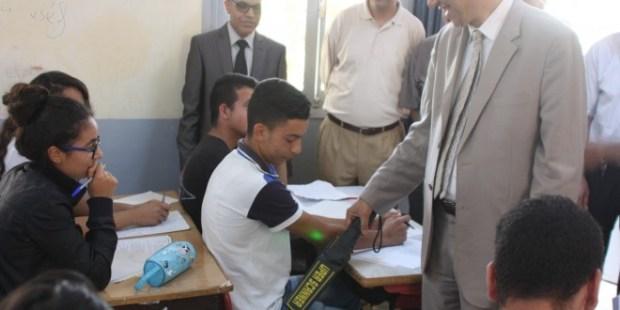 أمزازي يحذر تلاميذ الباك: الهاتف في مركز الامتحان غش!
