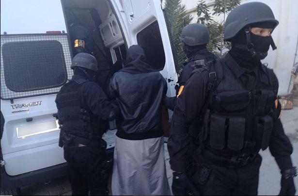 اعتقال 4 شباب في كازا والقنيطرة وفاس والدريوش.. تفاصيل إحباط عملية إرهابية