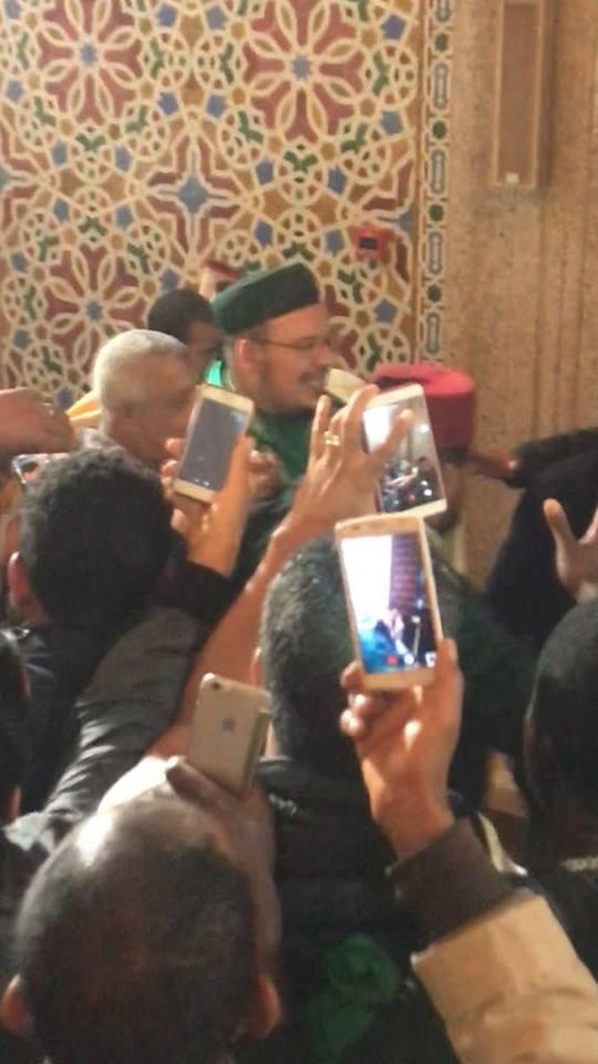 بالصور  من مسجد الحسن الثاني/ كازا.. زغاريد وبكاء وسيلفيات في استقبال القزابري