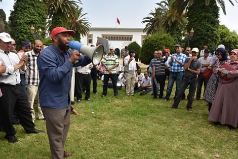 المتضررون من الحركة الانتقالية يهددون بالتصعيد.. الاحتجاجات ما كتساليش فقطاع التعليم