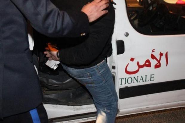 اللي باغي يخدم فالبوليس يحضي من النصابة.. اعتقال حلاق في مرتيل!