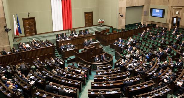 حنا مضاربين غير مع النعاّسة والسلايتية.. بولونيا تخفض رواتب البرلمانيين بنسبة 20 في المائة!
