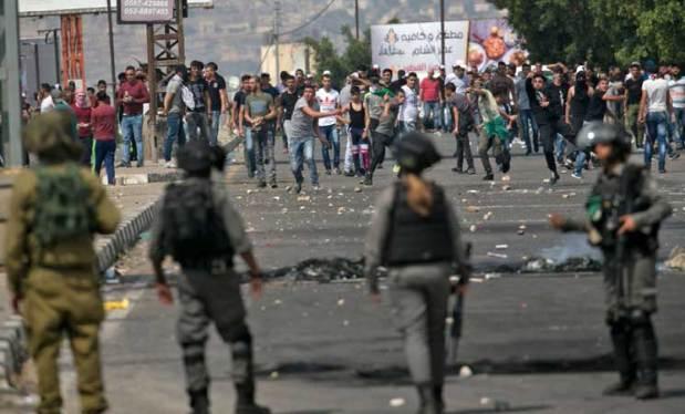 جمعة مستمرون.. رُبع مليون فلسطيني في المسجد الأقصى