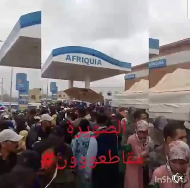 صحاب الفايس بوك تلفو.. حقيقة تحويل محطة وقود إلى جوطية! (فيديو)
