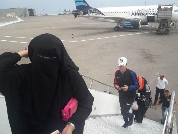 بالصور.. ترحيل مجموعة من المغاربة العالقين في ليبيا