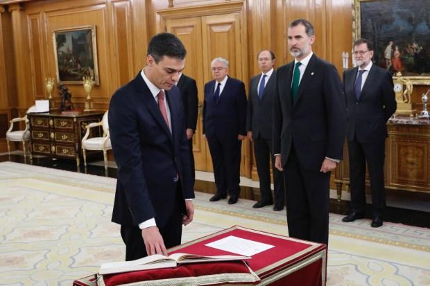 اليمين الدستورية في إسبانيا.. لا صليب ولا كتاب مقدس!