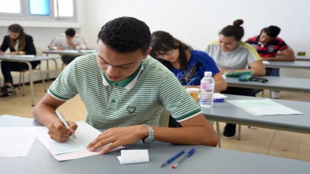 وخا قطعو الإنترنيت.. تسريب اختبار العربية في امتحانات الباك في الجزائر