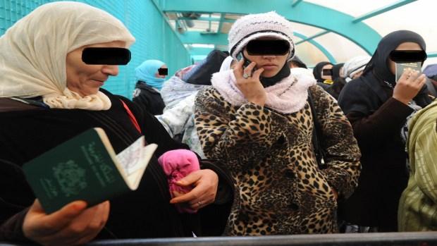 احتجاز حوالي 400 لتهجيرهن.. تطورات خطيرة في ملف مغربيات حقول إسبانيا