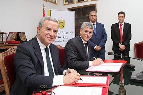 دارها زوينة.. أوجار يزور سجناء مغاربة في تونس