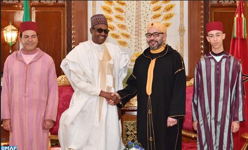 تمر وحليب وصورة تذكارية.. الملك يجري مباحثات على انفراد مع رئيس جمهورية نيجيريا الفدرالية