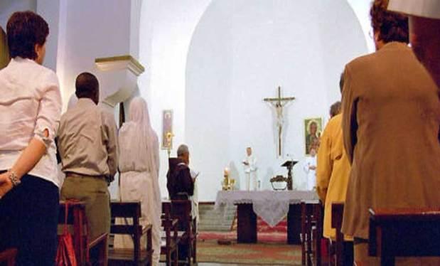 كيتخبّاو.. مسيحيون مغاربة باغيين الاعتراف القانوني بزواجهم!