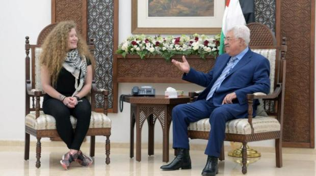 فرحان بيها.. الرئيس الفلسطيني يستقبل عهد التميمي (فيديو)