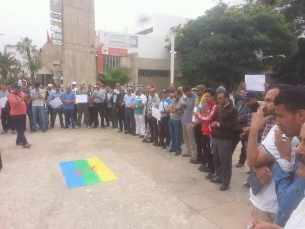 """احتجاجا على """"فلسطنة"""" المدينة.. وقفة أمام المجلس البلدي لأكادير (صور)"""
