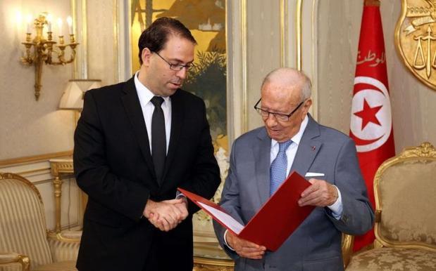 الرئيس التونسي خرّج عينيه فرئيس الحكومة: يلا ستمرات الأزمة قدم استقالتك