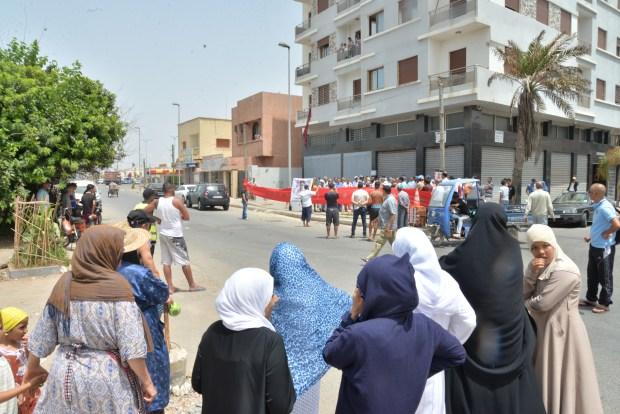 بالصور من عين السبع/ كازا.. وقفة احتجاجية ضد الترخيص لمحل ببيع الخمور