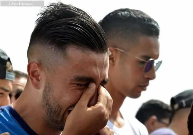 بالصور والفيديو.. لاعبون مصدومون في جنازة اللاعب أخميس
