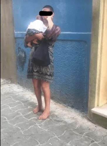 تتسول بطفلها في أصيلة وأنجبت 3 مرات في الشارع.. مأساة جميلة دمرها الهيروين!