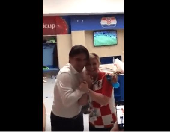 بالفيديو والصور.. رئيسة كرواتيا تعانق اللاعبين بعد تأهلهم إلى الربع