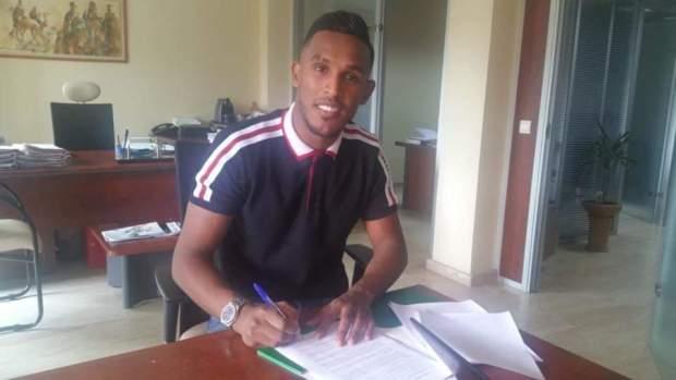 رسميا.. اللاعب الليبي سند الورفلي يوقع للرجاء