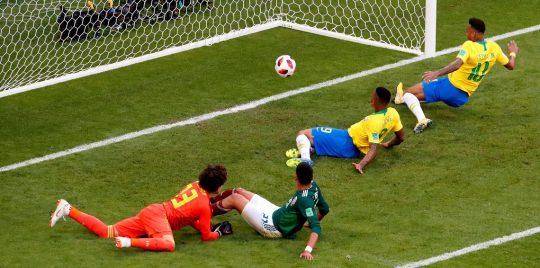 بهدف وتمريرة.. نيمار يجهز على أحلام المكسيك ويؤهل البرازيل إلى الربع