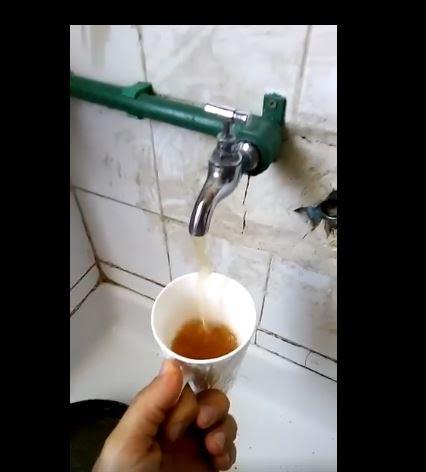 """مخاوف من الصدأ أو التلوث في المياه في كازا.. """"أتاي"""" فالروّبيني! (فيديو)"""