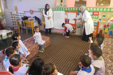 نصف عدد الأطفال المغاربة ما دخلوش للتعليم الأولي.. من الخيمة خرج مايل!
