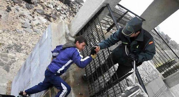 """بعد """"طفلي القادوس"""".. سلطات مليلية تطارد القاصرين المغاربة"""
