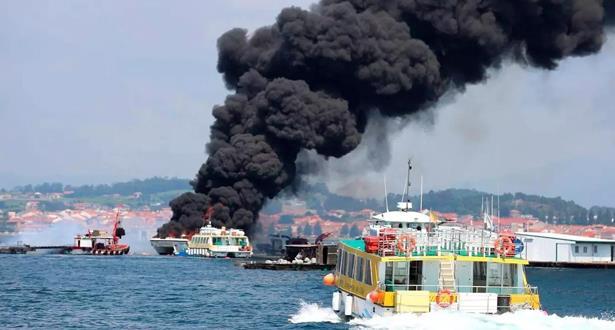 إنقاذ 52 سائحا.. حريق في سفينة في إسبانيا