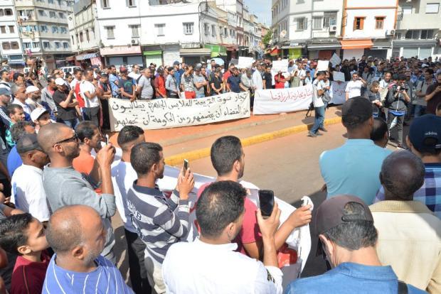 """بالصور من كازا.. تجار القريعة وكراج علال يحتجون بسبب """"الماركات العالمية"""""""