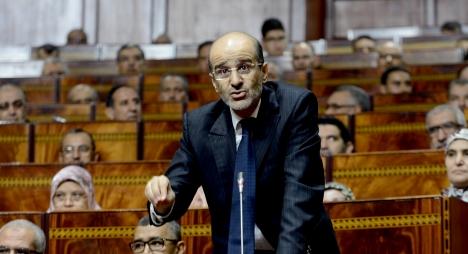 الأزمي مدافعا عن المعاشات: البرلمانيين ولاو جفّافات!