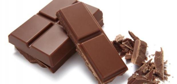 قالوها العلما.. 3 قطع من الشوكولاته شهرياً تقلل من خطر الأزمات القلبية