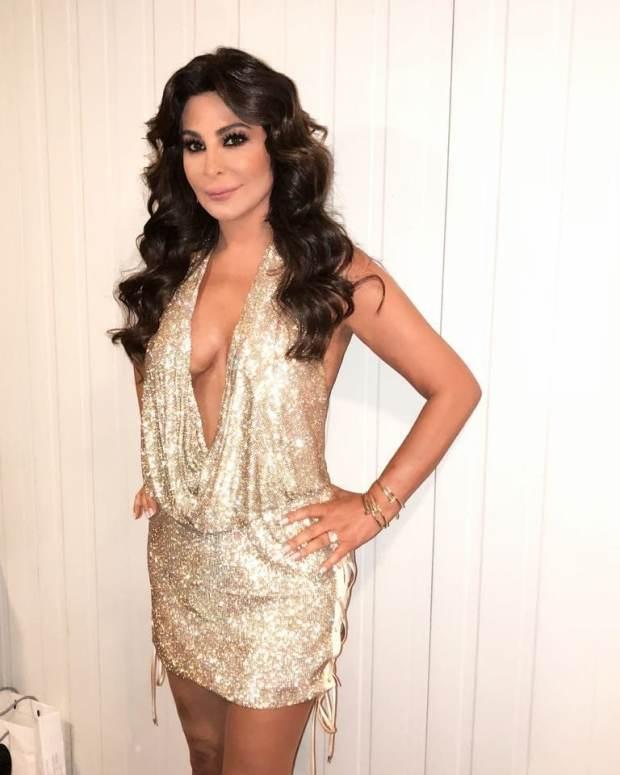 في حفل في بيروت.. إليسا تتألق بفستان ذهبي بعد انتصارها على سرطان الثدي