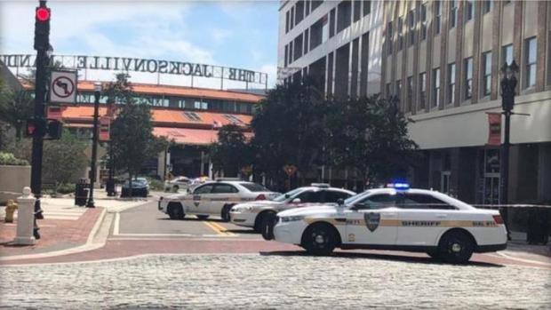 بالفيديو من فلوريدا.. قتلى وجرحى في إطلاق النار