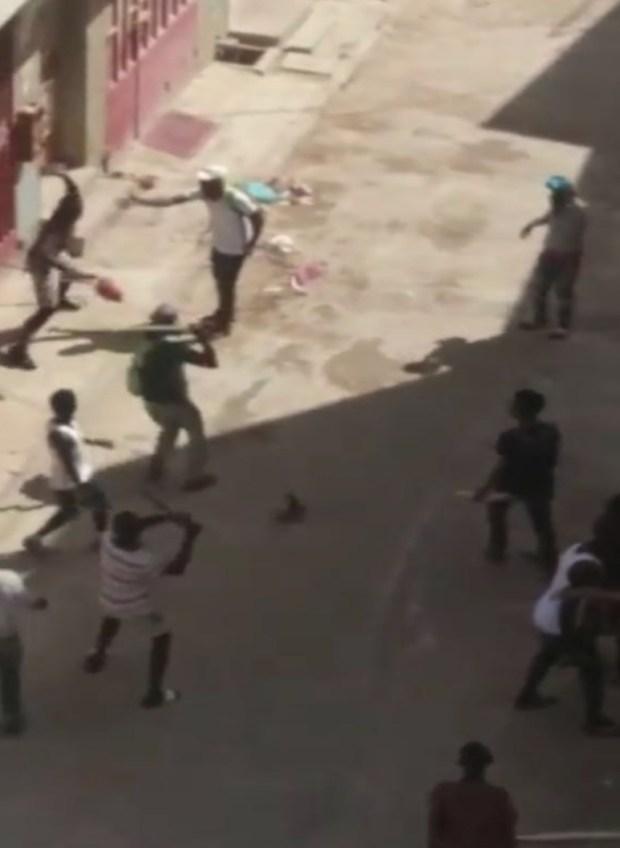 """سيوف وعصي وحجارة.. أمن طنجة يدخل على خط """"هجوم"""" أفارقة على حي البرانص"""
