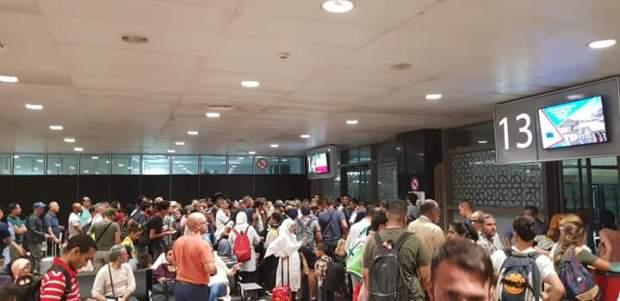 بالصور من مطار محمد الخامس.. غضب وازدحام بعد إلغاء رحلات داخلية