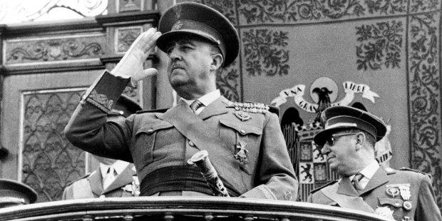 بعد عقود على وفاته.. إسبانيا تنوي نقل رفات الدكتاتور فرانكو
