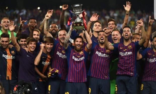 بالصور.. برشلونة يخطف كأس السوبر من طنجة