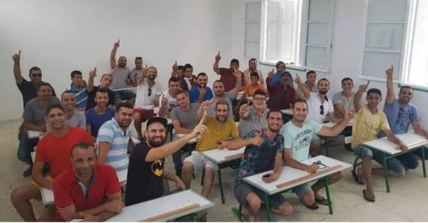 ما نساوش الخير.. تونسيون يرممون مدرستهم بعد 30 سنة (صور)
