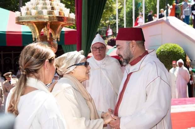 بعد الاستقبال الملكي.. مطالبة بتتويج عائشة الخطابي بجائزة دولية